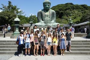 鎌倉大仏の前で記念撮影